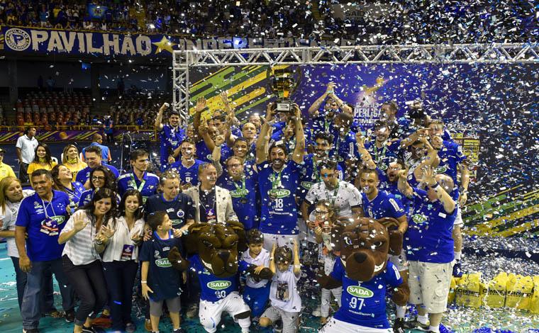 Foto: Cruzeiro - Diante de cerca de 15 mil torcedores, tie-break decidiu a conquista da taça pelo quinto ano consecutivo; Este é o quinto título da temporada