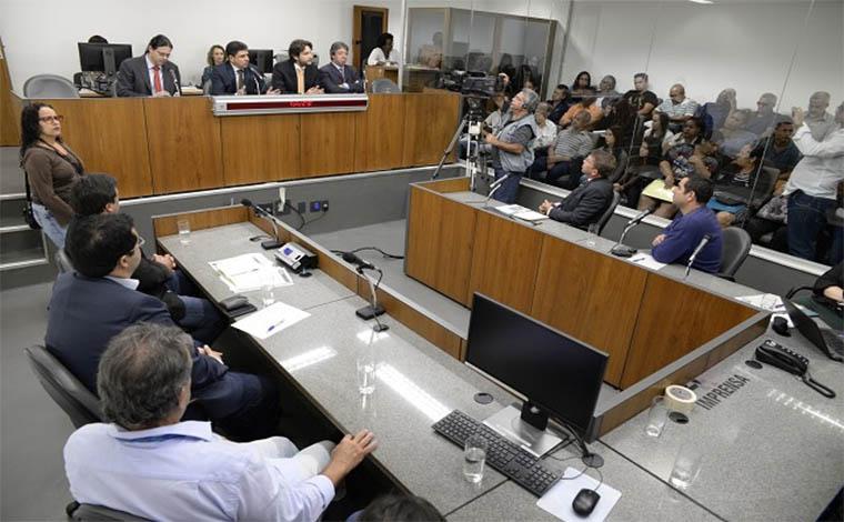 Parlamentares de Neves vão à ALMG cobrar tratamento adequado na capital