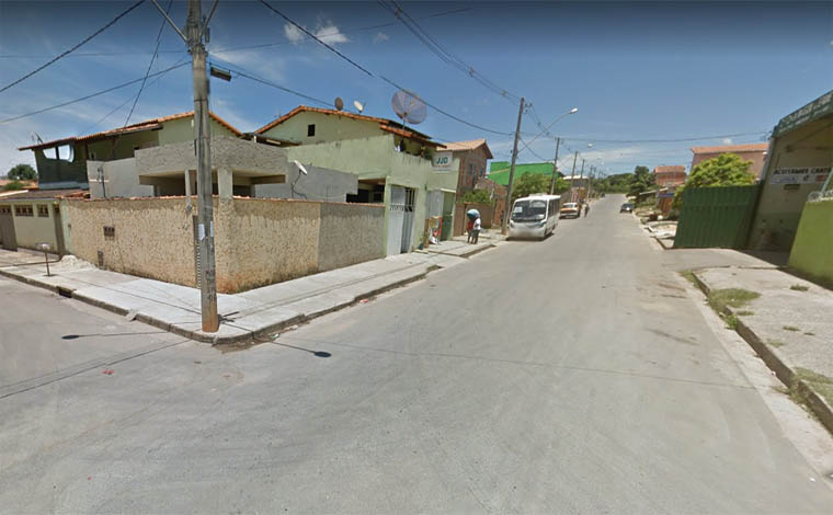Bandidos trocam tiros com a Polícia após furtarem carro no Verde Vale