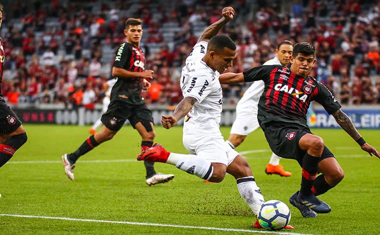 Galo vence Atlético-PR e sobe na tabela de classificação do Brasileirão