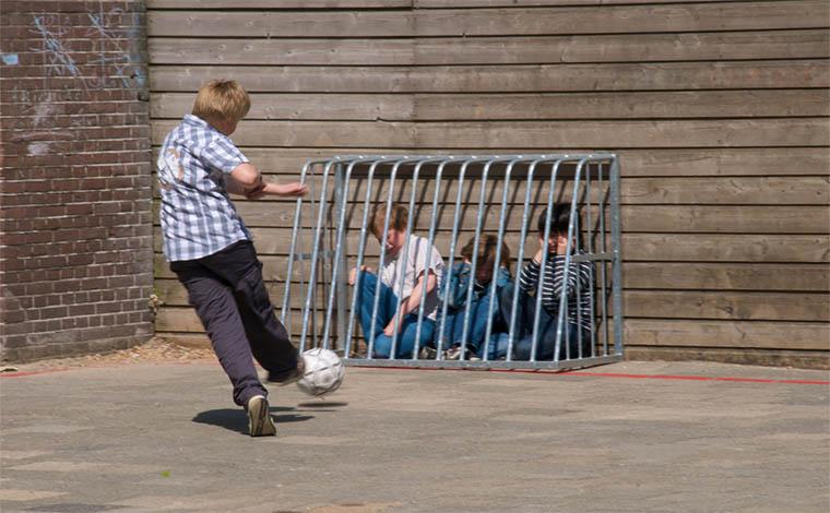 Lei que estabelece novas responsabilidades às escolas sobre o bullying é sancionada