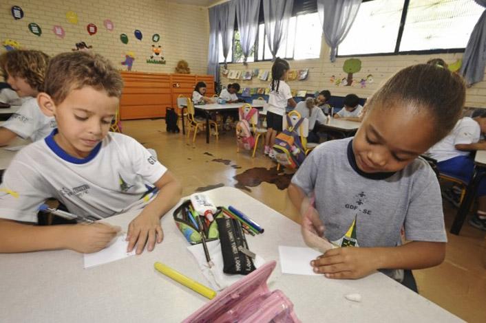 Estudo prevê perda de R$ 24 bi anuais para educação com PEC 241