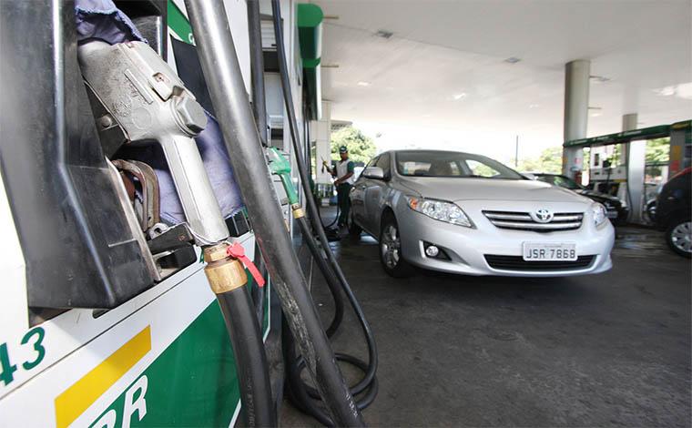 Governo estuda reduzir o valor dos combustíveis, revela Moreira Franco