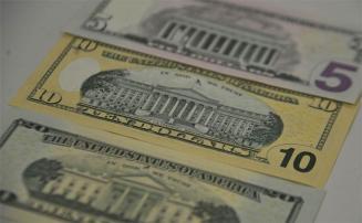 Após altas consecutivas do dólar, Banco Central anuncia intervenção no mercado