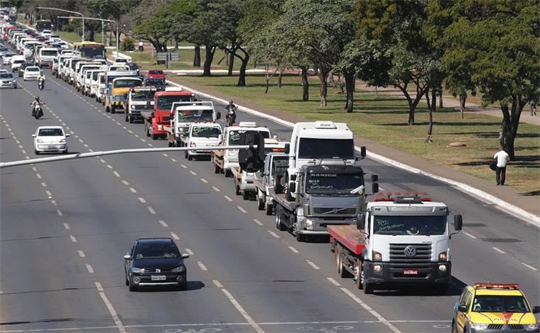 Caminhoneiros seguem fechando rodovias contra o preço do diesel