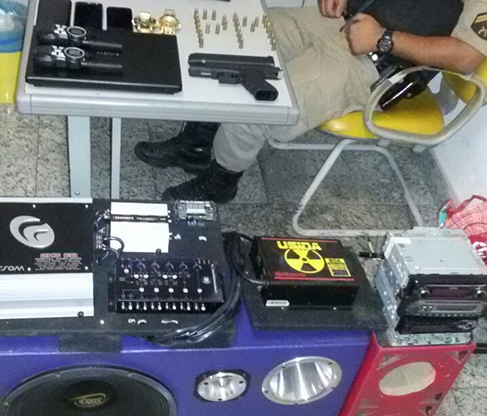 PM prende em Sete Lagoas dupla que vendia produtos roubados pela internet