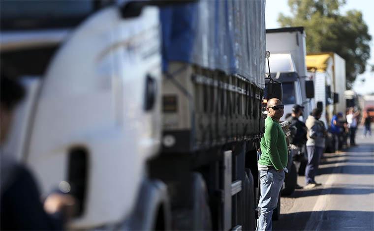 Mesmo com acordo anunciado, rodovias seguem fechadas por caminhoneiros
