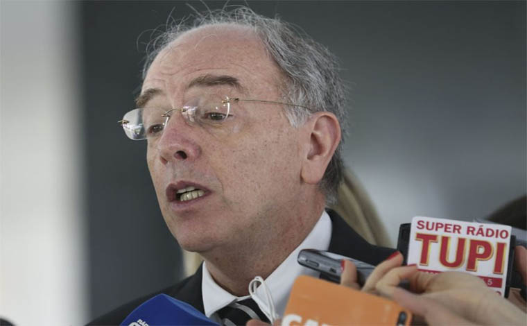 Presidente da Petrobras entrega carta de demissão a Temer