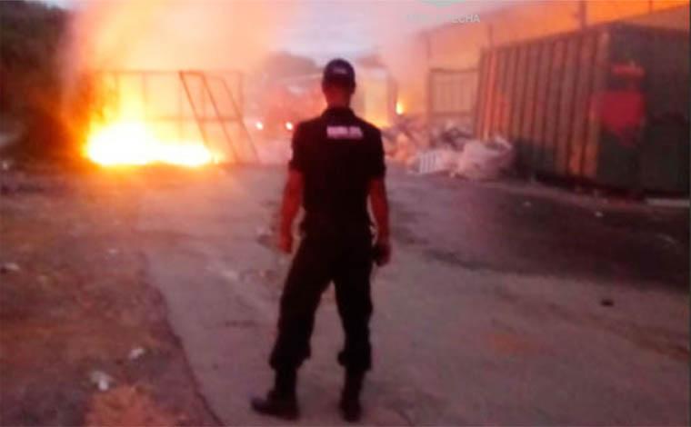 Incêndio de grandes proporções destrói galpão de catadores em Pedro Leopoldo