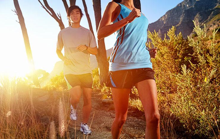 Fazer exercícios em casal aumenta a motivação, diz especialista