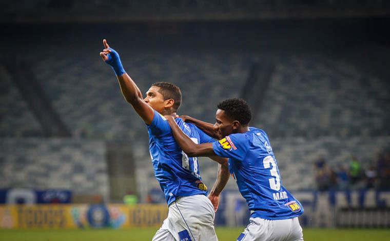 Com erros do juiz, Cruzeiro empata em casa e perde a chance de colar no líder