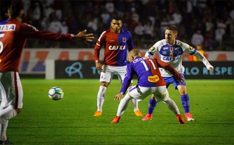 Cruzeiro volta a atuar mal e cede empate ao Paraná jogando no Sul do país