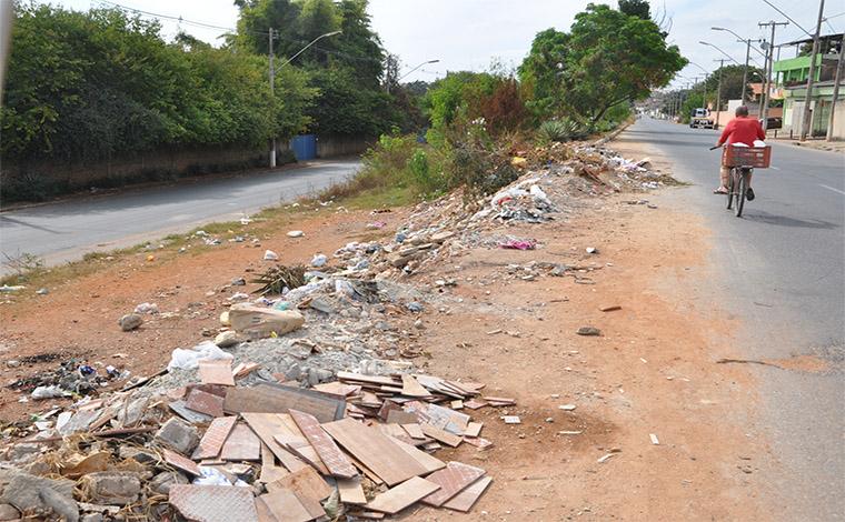 Prefeitura alerta sobre riscos de jogar entulho e lixo em locais públicos
