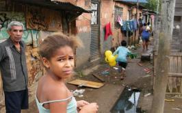 Pobres levam nove gerações para alcançar renda média no país