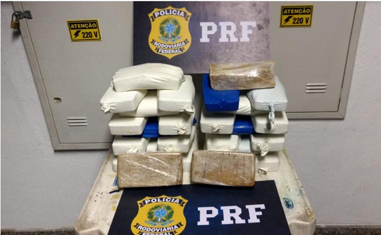 PRF apreende 26 tabletes de cocaína e prende autor por transporte ilícito