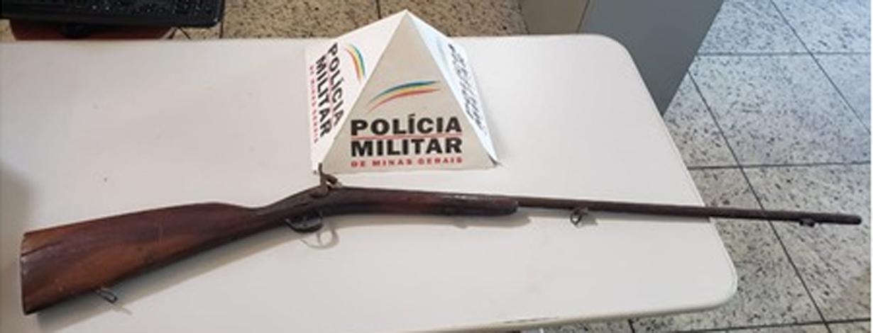 Polícia Militar atende à uma ocorrência de atrito entre casal e apreende uma arma de fogo