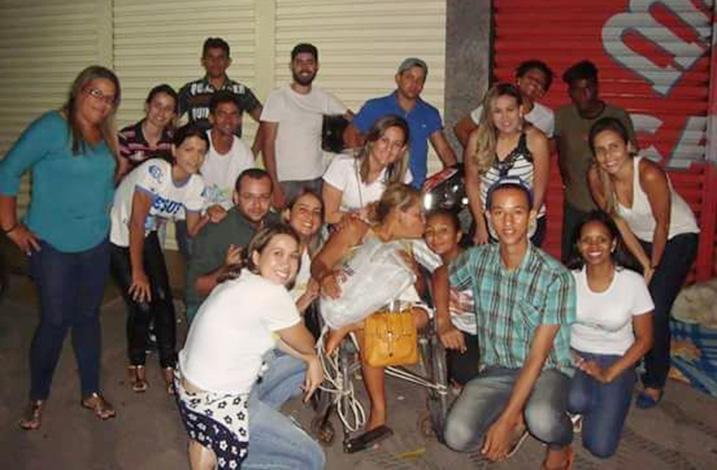 Trupe da Alegria faz apelo por doações de alimentos para moradores de rua