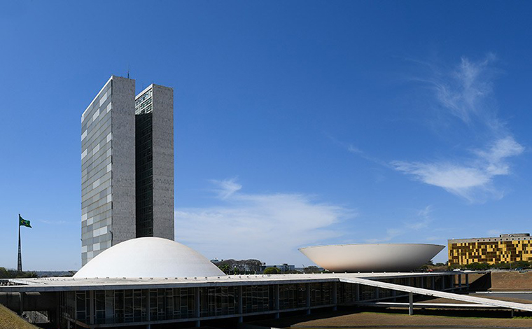 Senado aprova socorro de R$ 125 bilhões a estados e municípios