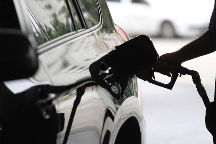 Mesmo com queda nas refinarias, gasolina sobre em 11 estados