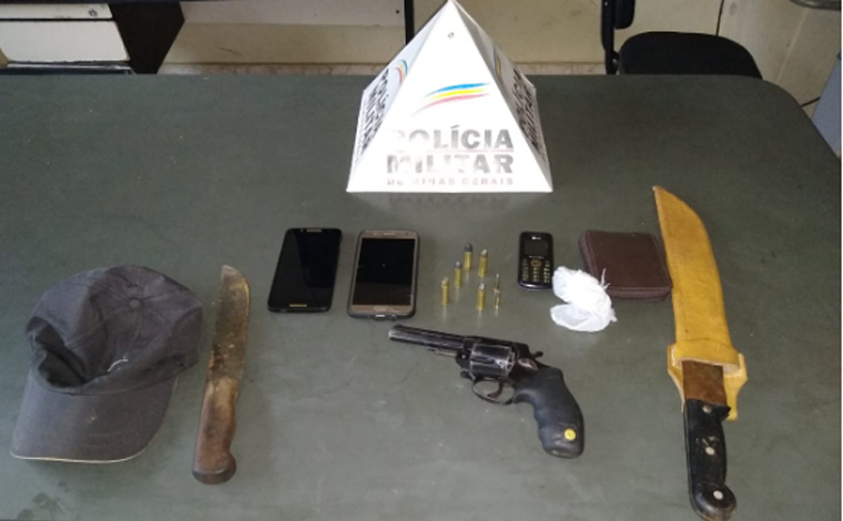 Polícia Militar prende autor de roubo, recupera um carro e uma moto e apreende revólver em Paraopeba