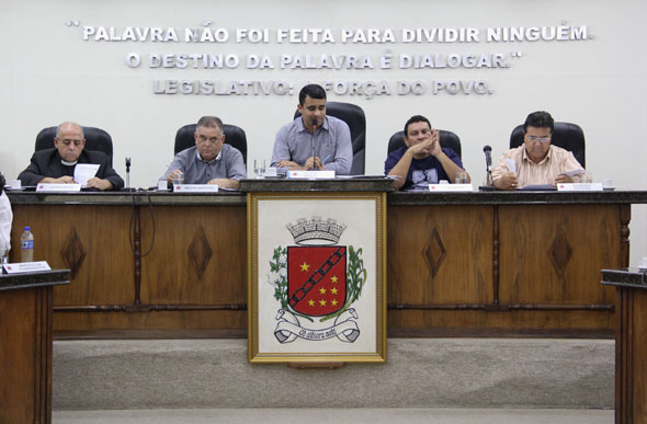 Vereador denuncia irregularidade na convocação de classificados em concurso público da Saúde