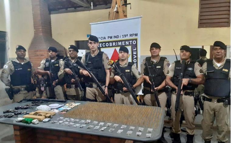 Polícia Militar prende autores de tráfico de drogas, apreende armas de fogo e munições