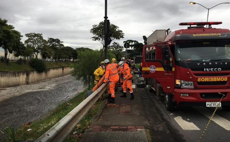 Corpo de mulher é encontrado sem a cabeça e sem os braços no Rio Arrudas