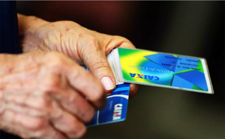 INSS paga segunda parcela do 13º de aposentados e pensionistas a partir de segunda-feira