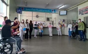 Emoção marca alta de paciente do Rio de Janeiro internado com Covid-19 no Hospital Municipal