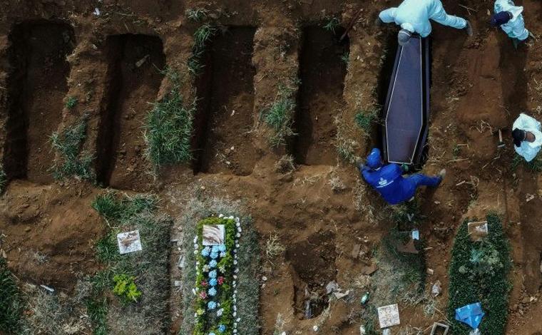 Ministério da Saúde vai recontar número de mortos por Covid-19 por considerar 'dados fantasiosos'