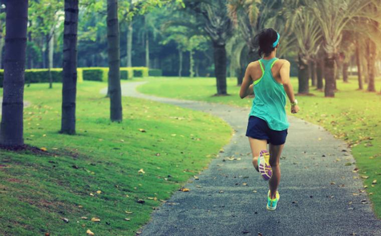 Estudo sugere que prática de exercício físico diminui chances de complicações da covid-19