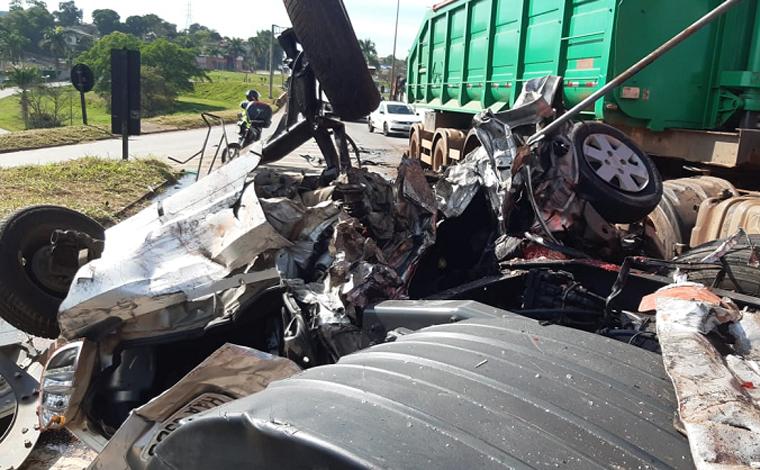 Engavetamento de cinco carros e colisão entre ônibus e carreta faz 3 vítimas fatais na BR-381