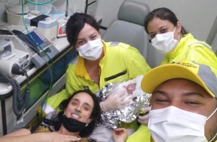 Gestante entra em trabalho de parto na BR-040 e dá a luz dentro de ambulância