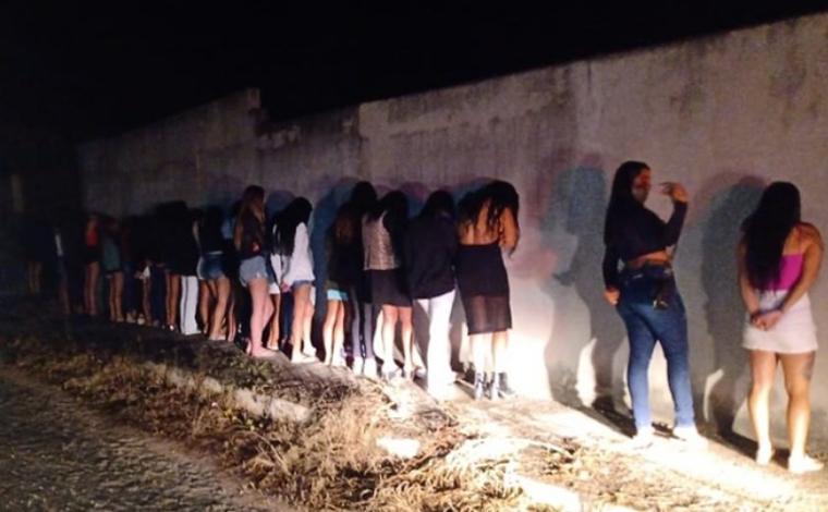 Baile funk com 60 jovens, drogas e armas termina com dois presos em condomínio de Esmeraldas