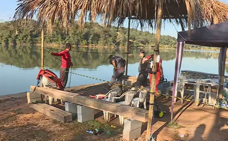 Corpo de jovem que desapareceu após lancha afundar é encontrado a uma profundidade de seis metros