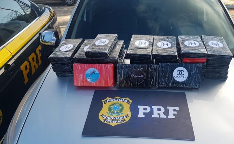 PRF apreende 36 tabletes de cocaína escondidos em compartimento secreto dentro de veículo
