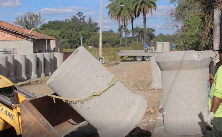 Rua Aldo Costa recebe obras de drenagem, pavimentação e urbanização