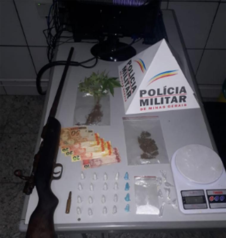 PM prende autores por tráfico de drogas e apreende um fuzil no bairro Quintas da Varginha