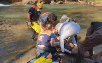 Após desobedecer decreto municipal homem caí de cachoeira em Brumadinho