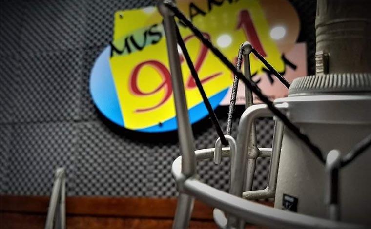 Foto: Divulgação - Com alcance em 140 municípios, a Musirama FM mantém a programação musical que a tornou líder de mercado nos últimos 40 anos de sua fundação. A grade de programas vem com novidades