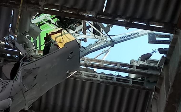 Aeronave de pequeno porte cai em telhado de mineradora em São João del-Rei