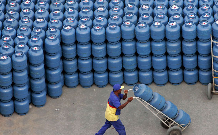 Preço do gás de cozinha sofre aumento de 5% nas refinarias