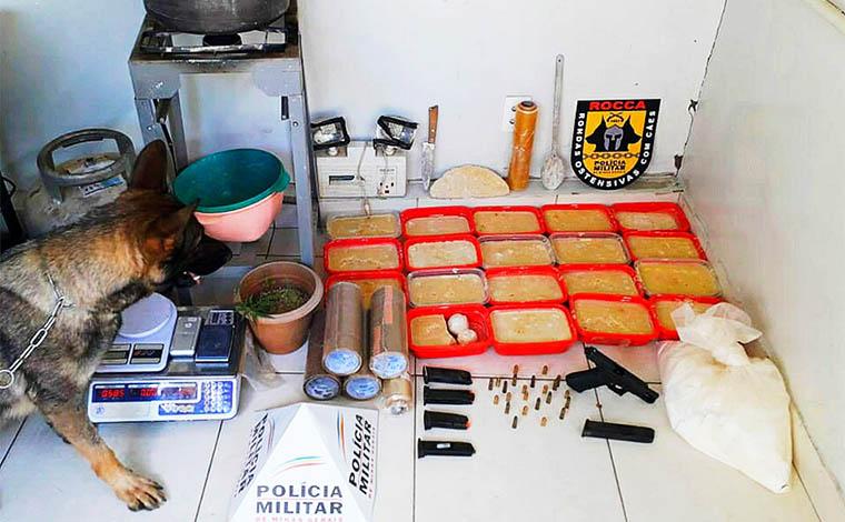 PM apreende carga de drogas com valor estimado em quase R$ 2 milhões em laboratório clandestino
