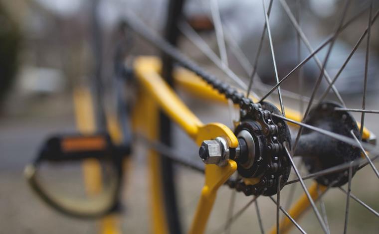 Jovem de 17 anos morre em grave acidente entre bicicleta e ônibus no bairro CDI II em Sete Lagoas