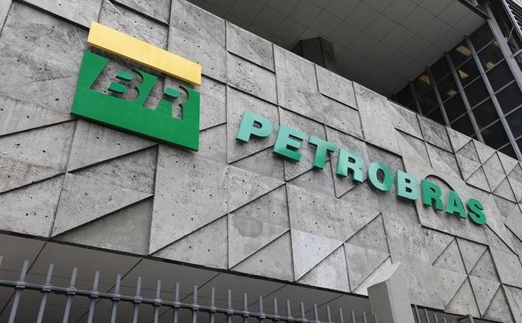 Petrobras anuncia redução de 4% no preço da gasolina nas refinarias a partir desta sexta-feira