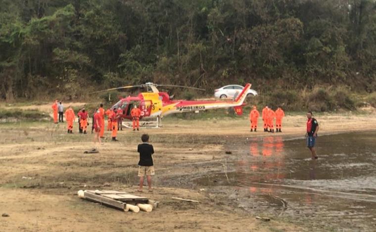 Bombeiros procuram idoso que desapareceu após sair para andar de caiaque na lagoa Várzea das Flores