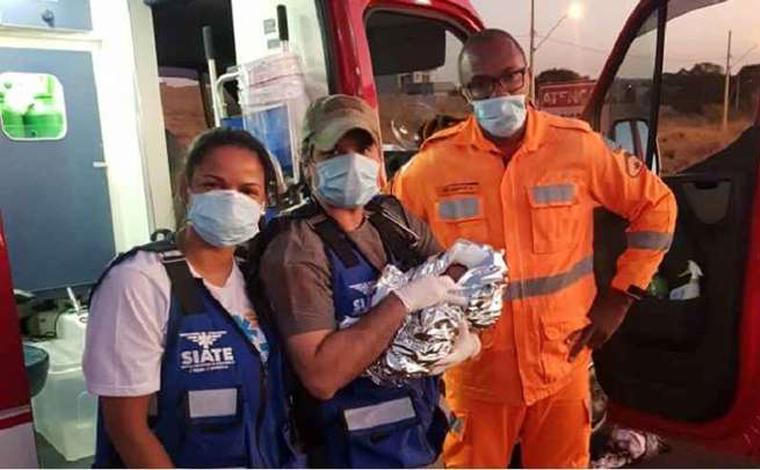 Bebê é encontrado dentro de sacola plástica ainda com cordão umbilical em Uberlândia