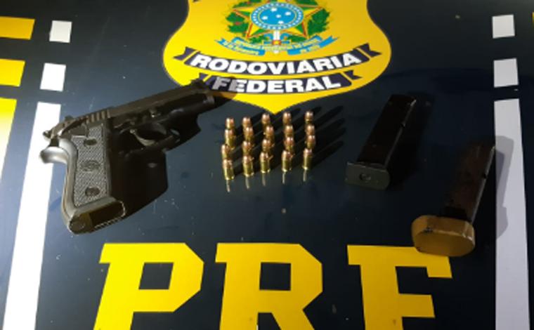 Membros de torcida organizada são presos por porte ilegal de arma de fogo em Capim Branco