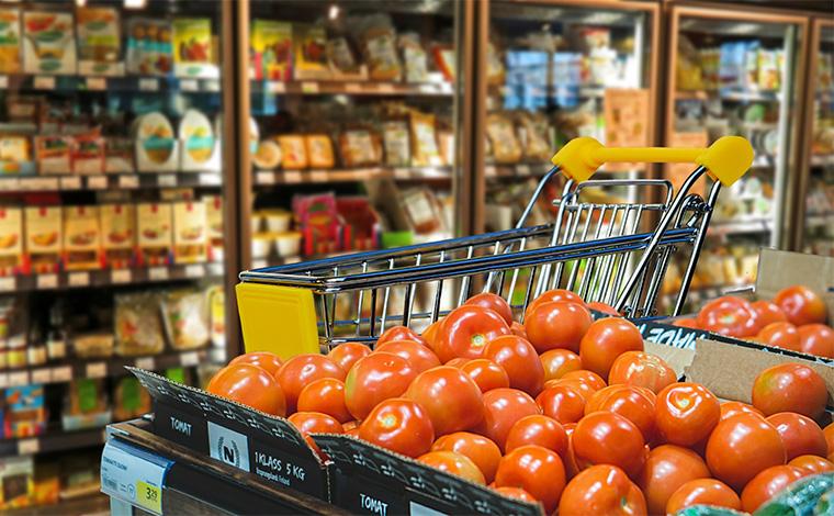 Bolsonaro pede que donos de supermercados tenham