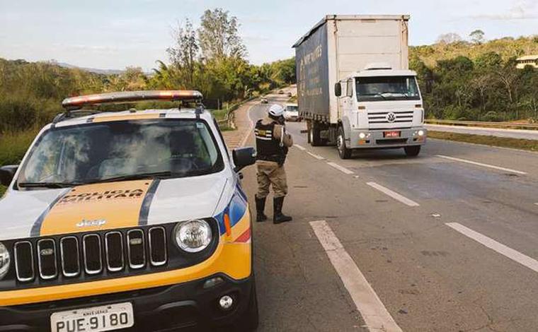 Cerca de 120 motoristas são presos por embriaguez ao volante nas rodovias estaduais durante feriado